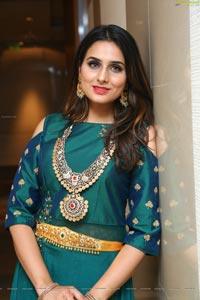 Nikitha Chaturvedi HD Photos