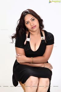 SRI CHANDANA DEEP CLEAVAGE & THUNDER THIGHS
