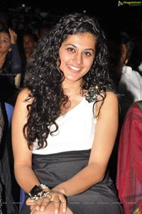 Taapsee at Santosham South Indian Film Awards 2012