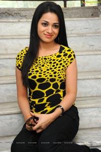 Love Cycle Heroine Reshma