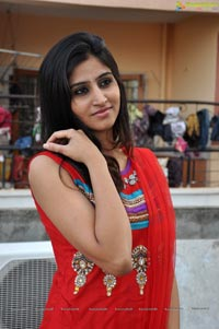 Model Shamili at Hiya Designer Jewellery Extended Showroon