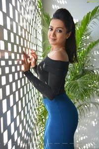 Catherine Tresa Nene Raju Nene Mantri