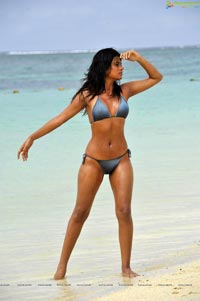Shraddha Das in String Bikini