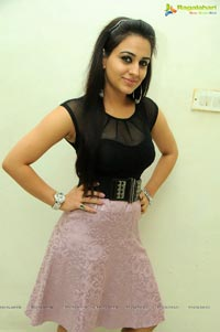 Aksha Pardasany Hot Photos