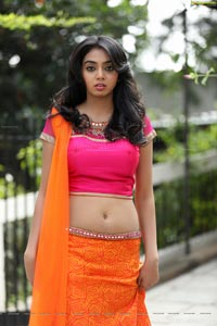 Kaneesha Heroine Photos
