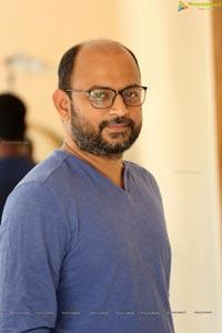 Okka Kshanam VI Anand