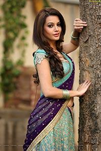 Deeksha Panth in Saree
