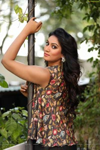 Ashmitha Karnani Photos