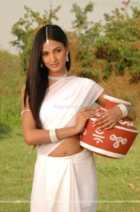 Sonal Chauhan Photo Gallery