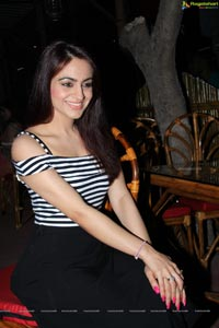 Aksha Pardasany Photos