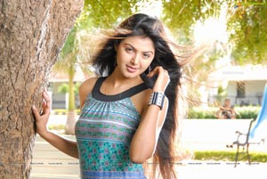 Sudigadu Heroine Monal Gajjar High Definition Photos