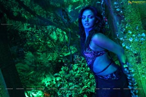 Super Hot Neetu Chandra in Theeradha Vilaiyattu Pillai HD Stills