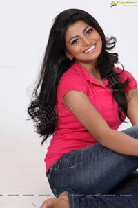 Beautiful Telugu Speaking Heroine Rakshitha