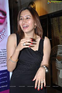 Left Handed Indian Badminton Player Jwala Gutta Photos