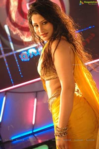 Kareena Kapoor look alike Item Girl Ajju Photos