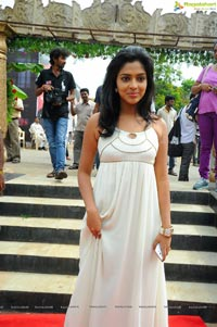 Amala Paul at Jandapai Kapiraju Muhurat