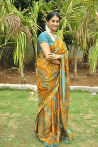 Chi La Sow Sravanthi Serial Actress Meena Kumari Photos