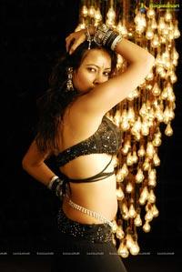 Siruthai Puli Heroine Photos