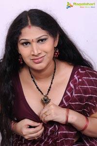 Heroine Siri in Ayomayam Apartment