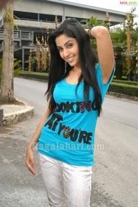 Buridi Heroine Aishwarya Photo Gallery
