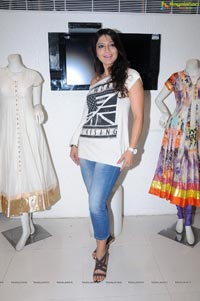 Aakruti Nagpal at Aarti Vijay Gupta Designer Collections