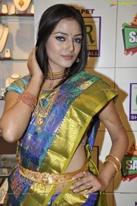 Photos of Hyderabad Model Pallavi at CMR Ashadam Sravanam Sale 2012