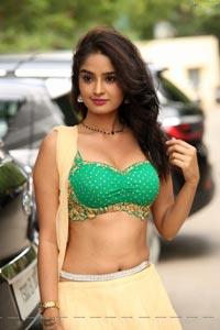 Nikitha Pawar Hot