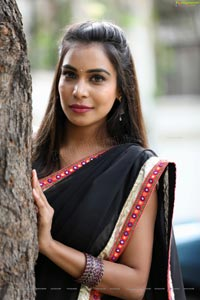 Sanjana Anne In Black Saree