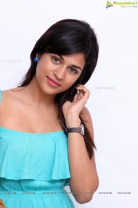 Shraddha Das in Sleeveless Dress