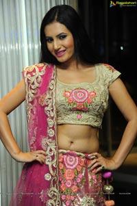 Heroine Anu Smruthi Photos