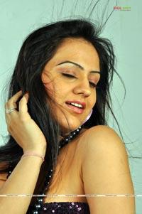 Aksha Photo Gallery from Adi Nuvve