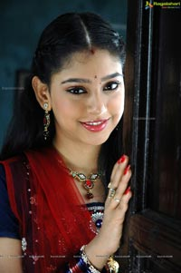 Cute Indian Actress Niti Taylor