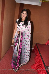 Telugu TV Anchor Syamala in Saree