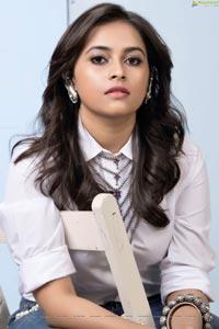 Heroine Sri Divya