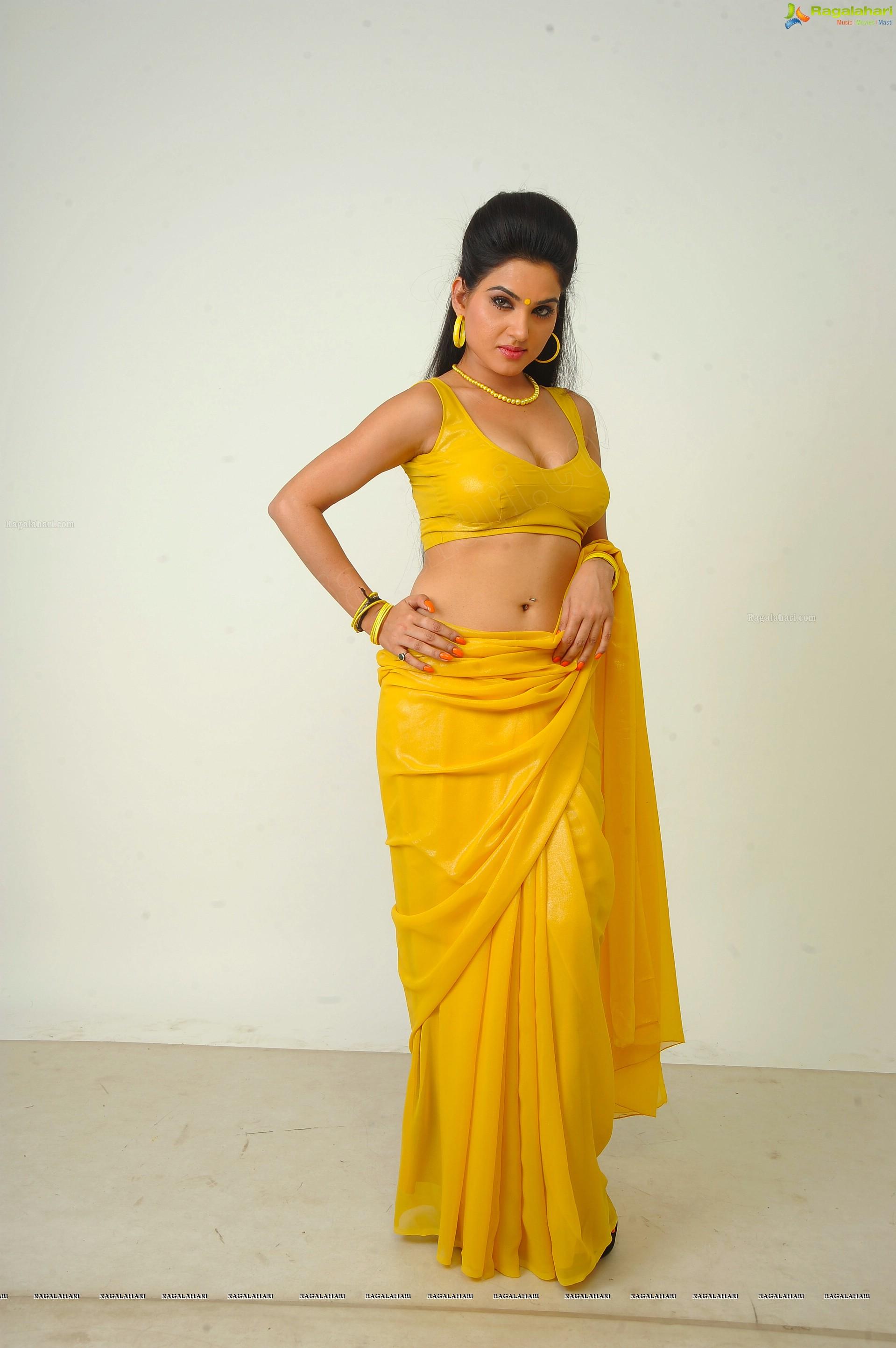 Actress Kavya Singh Navel Show Photos