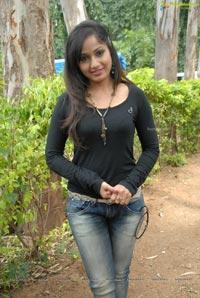 Madhavilatha Chudalani Cheppalani