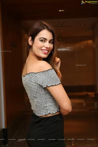 Srishti Rana at Sutraa Logo Launch