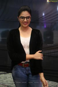 Anchor Sreemukhi