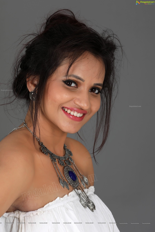 Khushboo Naaz - Punjabi Songs Online Listen and Download