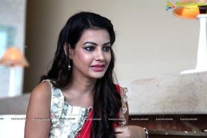 Diksha Panth in Saree